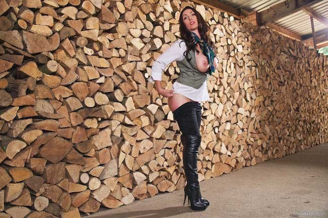 Well stacked Miss Hybrid leather thigh boots and tight jodhpurs.